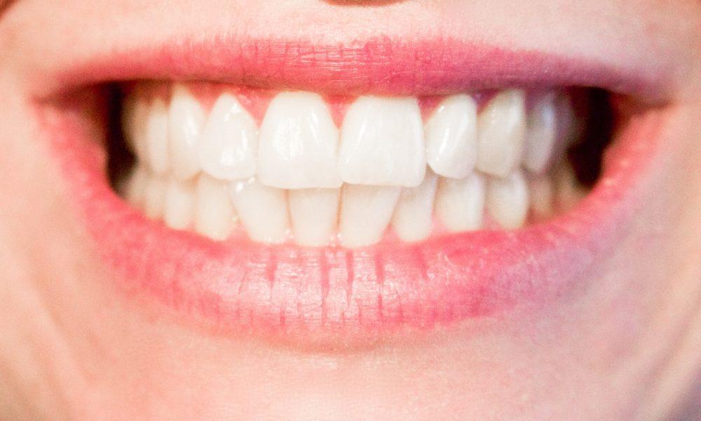 Aktualna technika używana w salonach stomatologii estetycznej może sprawić, że odbierzemy śliczny uśmieszek.